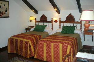2-double-twin-bed-room-34